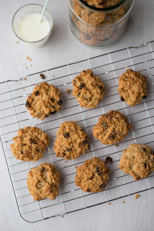 Oatmeal and raisin cookies 7