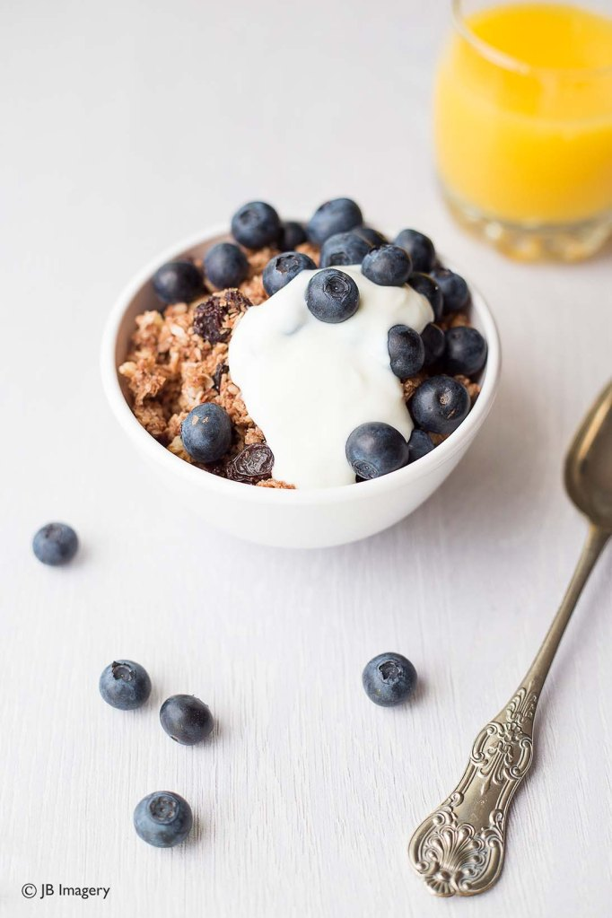 Blueberries and granola w